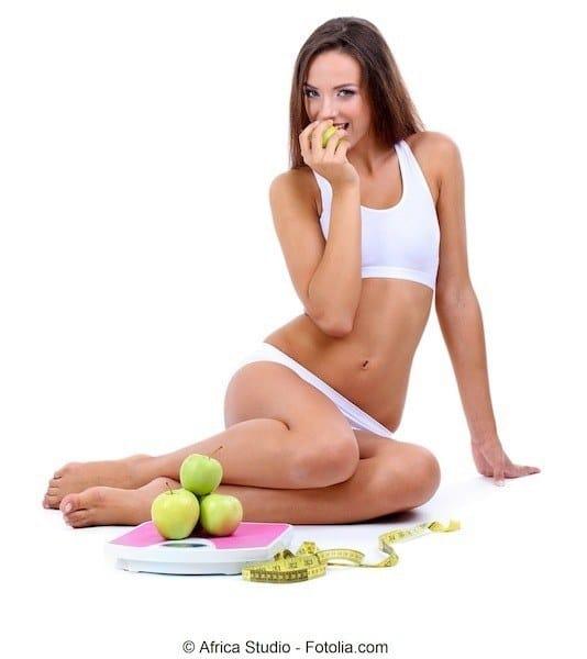 Kibbeln an den Beinen,Ernährung,Früchte,junge Frau