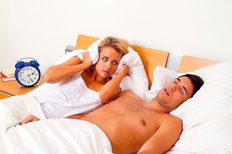 Schlaflosigkeit,Schnarchen,junge Frau,Pärchen