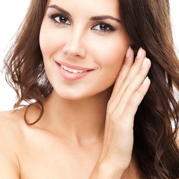Schöne junge Frau,Haare,Lächeln,brünett