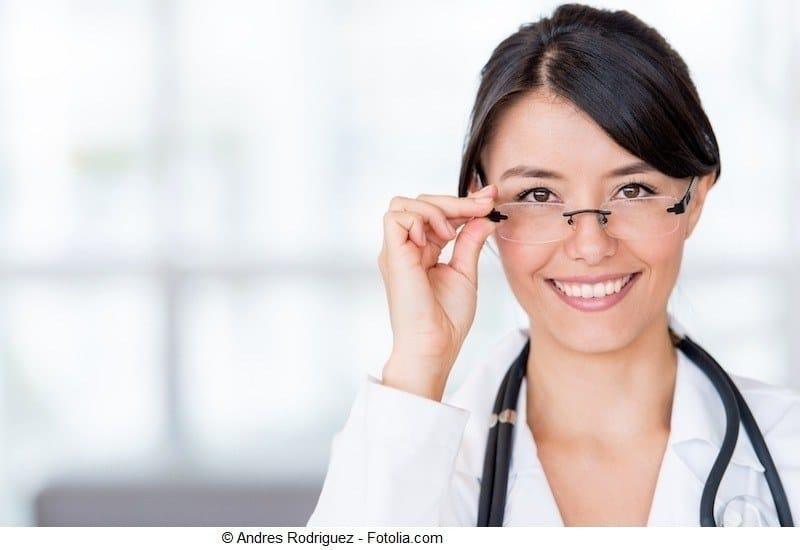 Ärztin,junge Frau,Brille