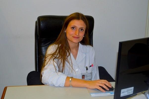 Junge Ärztin,Schreibtisch